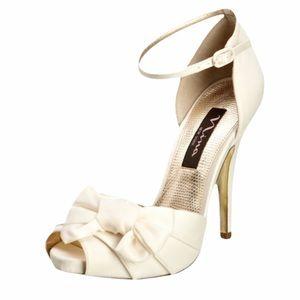 NINA NEW YORK Women Sz 10 Wedding Stilettos Flaws
